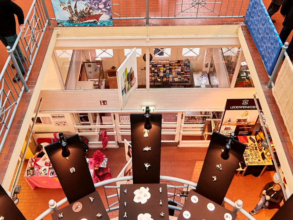 Bild: Ansicht der Adventsmesse von der oberen Galerie aus.