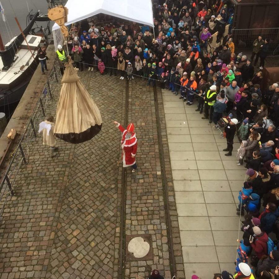 Bild: Schwimmender Nikolausmarkt