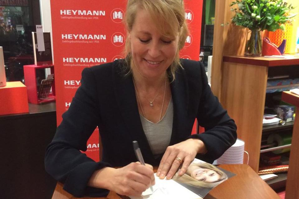 Bild: Anne Gesthuysen in der Buchhandlung HEYMANN in Eimsbuettel