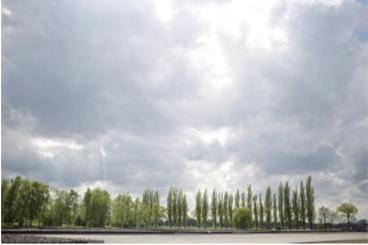 Bild: KZ-Gedenkstätte Neuengamme, Gelände und Himmel