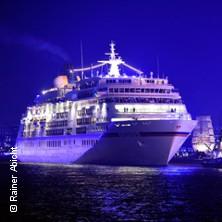 Bild: Hamburg Cruise Days - Abendliche Fahrt