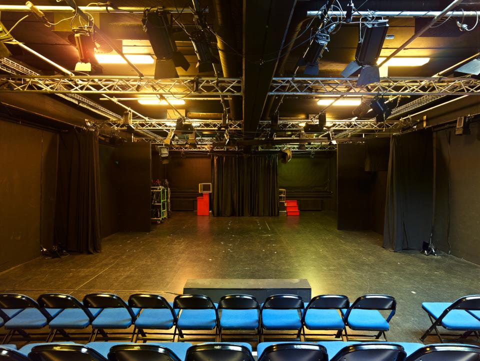 Bild: Theaters_Lichthof_innen2_(c)Oliver Heinemann