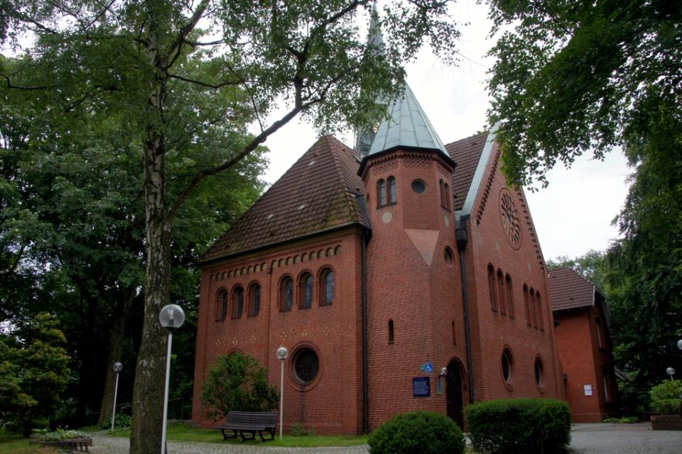 Bild: Lutherkirche Harburg