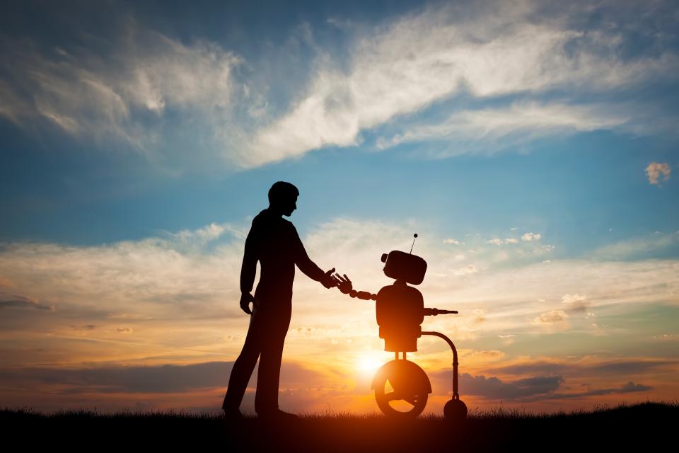 Bild: Händedruck zwischen Mensch und Roboter