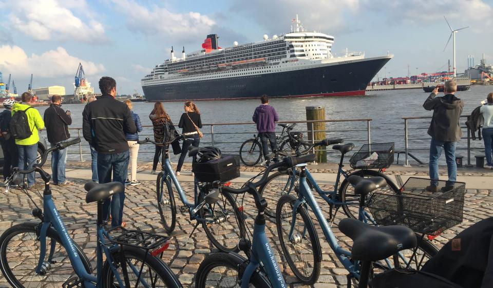 Bild: hamburg-auskenner-hamburg-fahrradtour-fischmarkt-queen-mary-2_1