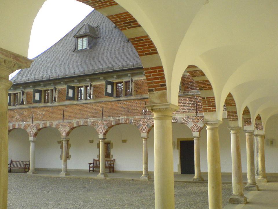 Bild: Schloss_Reinbek,_Arkaden_k.A.