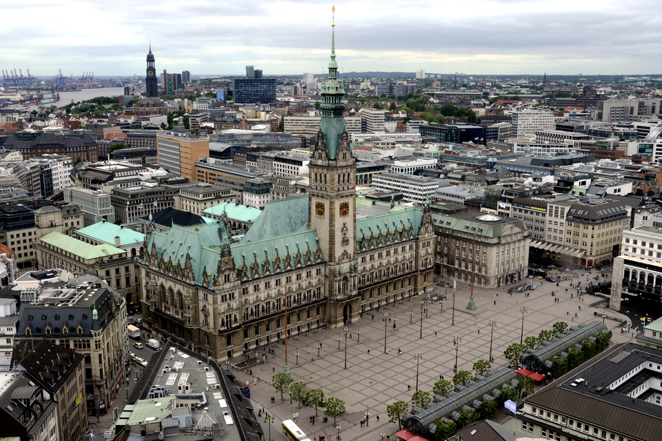 Bild: Das Hamburger Rathaus von oben