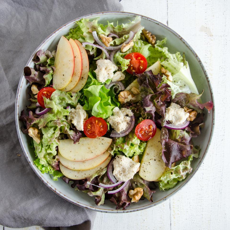 Bild: veganer Salat mit Cashewcreme