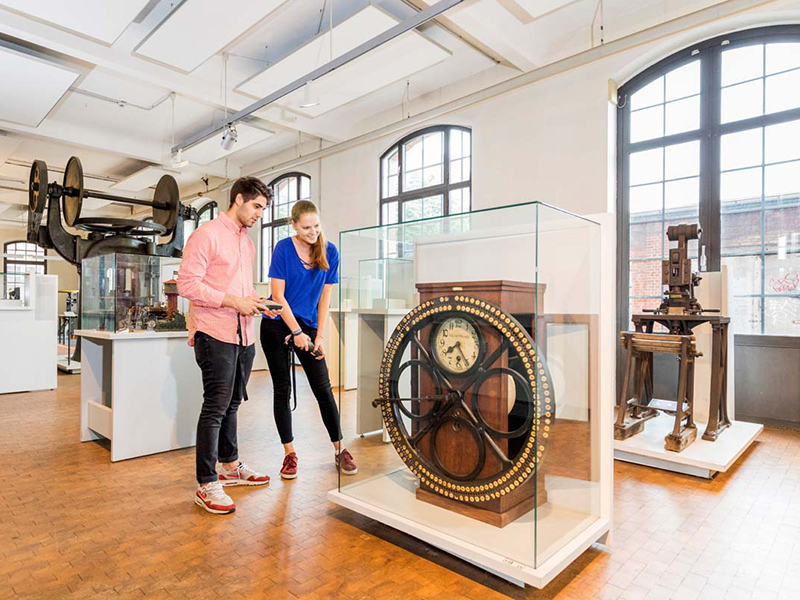 Bild: Objects and Documents –Everyday Life in the Industrial Age