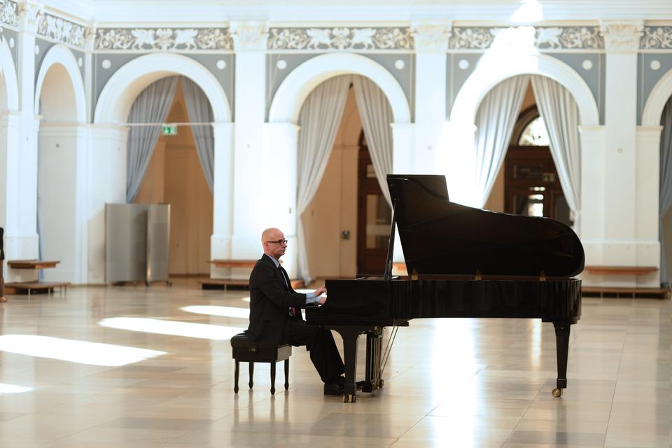 Bild: Lunchkonzert im Börsensaal - Pianist Franck-Thomas Link