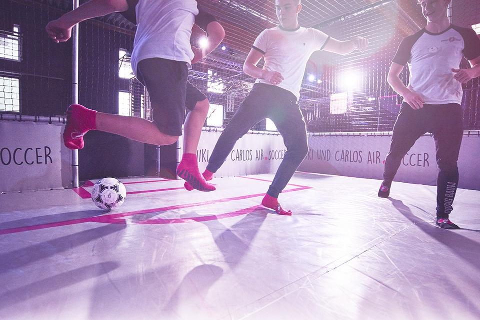 Bild: Air Soccer Turnier im Sprung Raum Trampolinpark