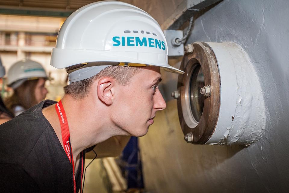 Bild: Siemens in Dresden lässt hinter die Kulissen schauen.