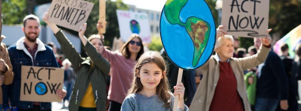 Streik für den Klimawandel, © iStock.com/Halfpoint