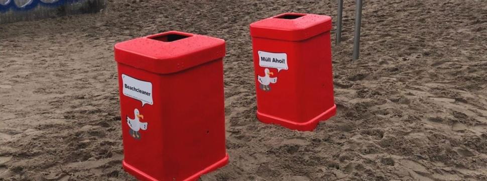 Elbstrand: rote Papierkörbe, © Stadtreinigung Hamburg