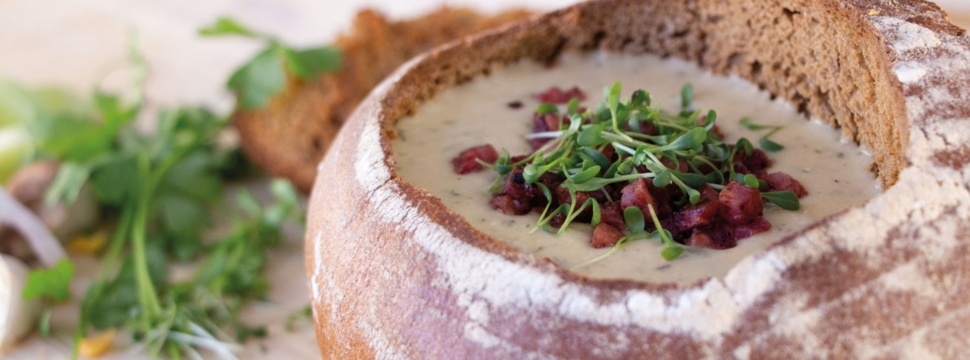 Kartoffel-Shiitake-Suppe im Brotlaib, © Kartoffel-Marketing GmbH
