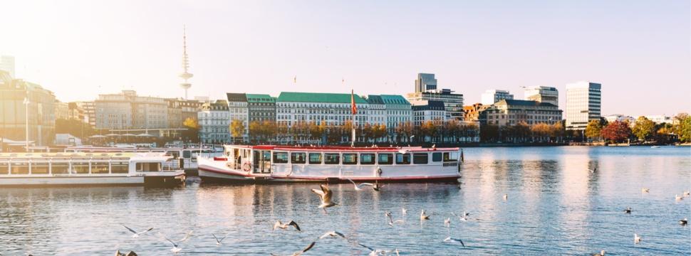 Hamburg am Wasser, © iStock.com/Christian Horz