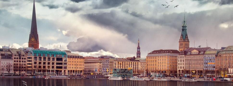 Wolken über Alster und Jungfernstieg, © Reinhold Silbermann / pixabay.com