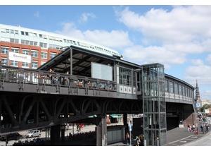 Treffpunkt: U-Bahnhof Baumwall (Elbphilharmonie)