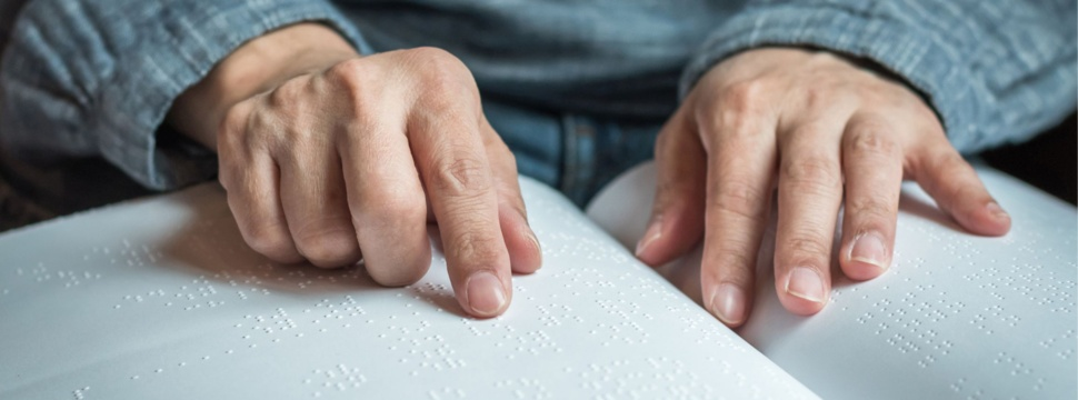 Braille Blindenschrift, © iStock.com/Chinnapong