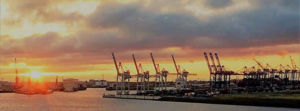 Morgensonne im Hafen Hamburg, © Britta Müller