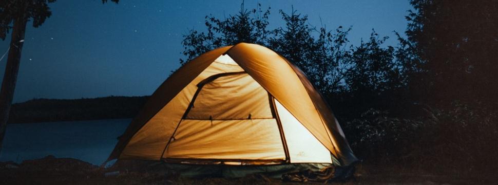 Camping unter dem Nachthimmel, © pexels/Josh Hild