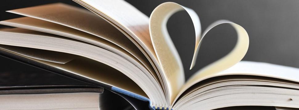 Buch mit Herz-Seiten, © www.Pixabay.com / Veronika Andrews
