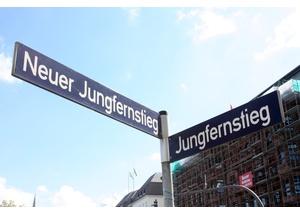 Treffpunkt: Jungfernstieg Ecke Neuer Jungfernstieg