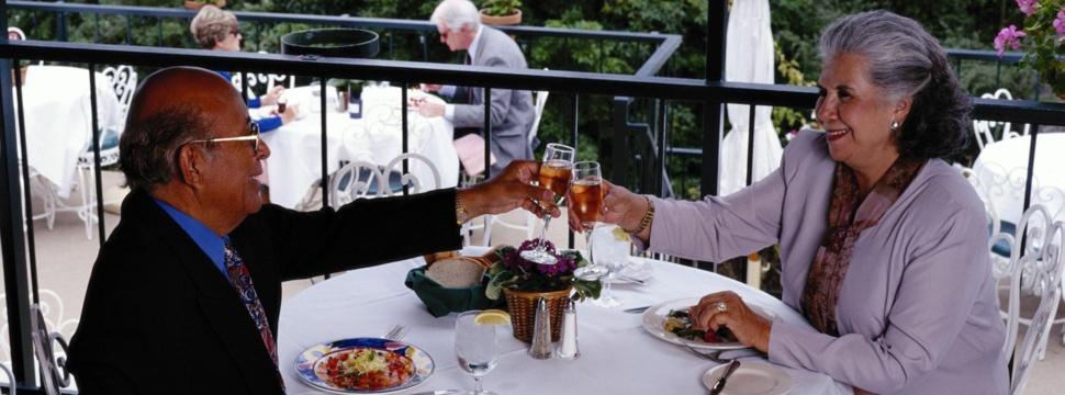Senioren beim Essen, © hamburg-magazin.de