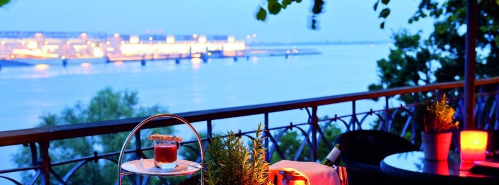 Lindenterrasse am Abend, © Hotel Louis C. Jacob