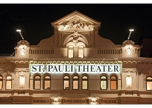 St. Pauli Theater am Abend