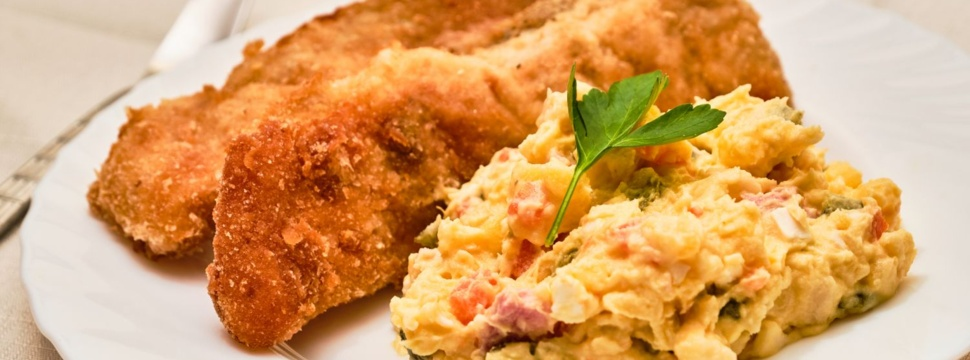 Fischfilet mit Kartoffelsalat, © iStock.com/Jan Mach