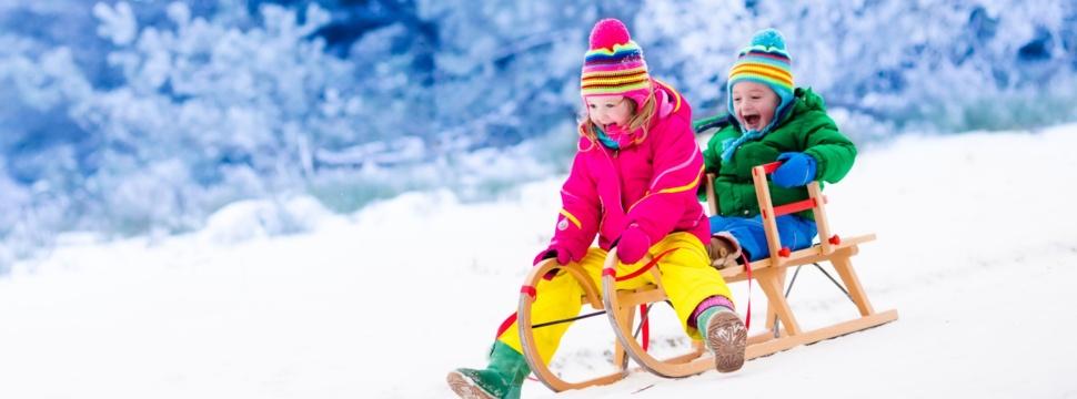 Kinderspaß im Winter, © iStock.com/FamVeld